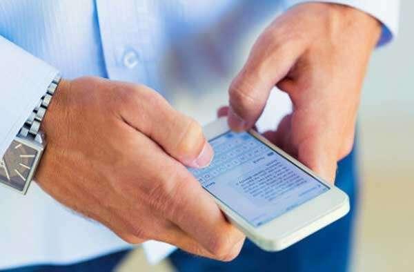 Homem é preso após tomar celular da namorada para ler suas mensagens