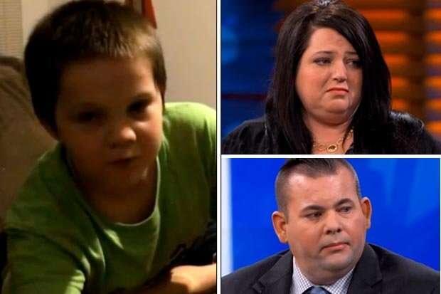 Pais vivem apavorados com medo de serem assassinados por filho que tem obsessão por facas