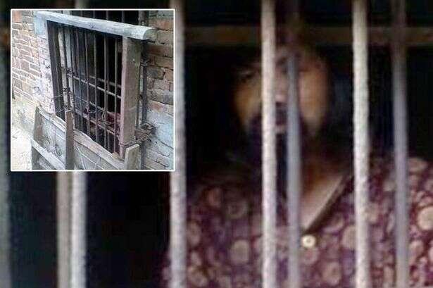 Mãe mantém filho doente mental preso em galinheiro por vários anos