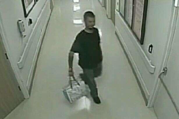 Pai drogado tenta contrabandear filha de dois dias ao sair de maternidade com criança escondida em sacola