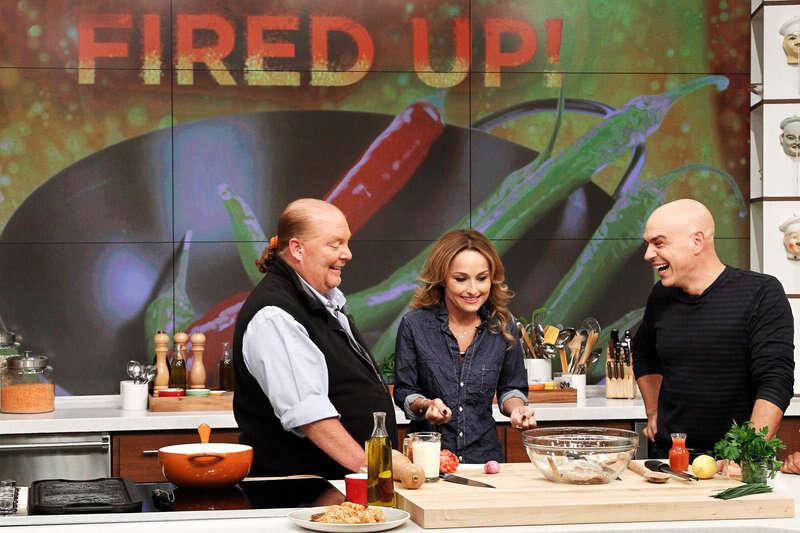 De acordo com pesquisa, assistir programas de culinária na TV pode engordar telespectadores