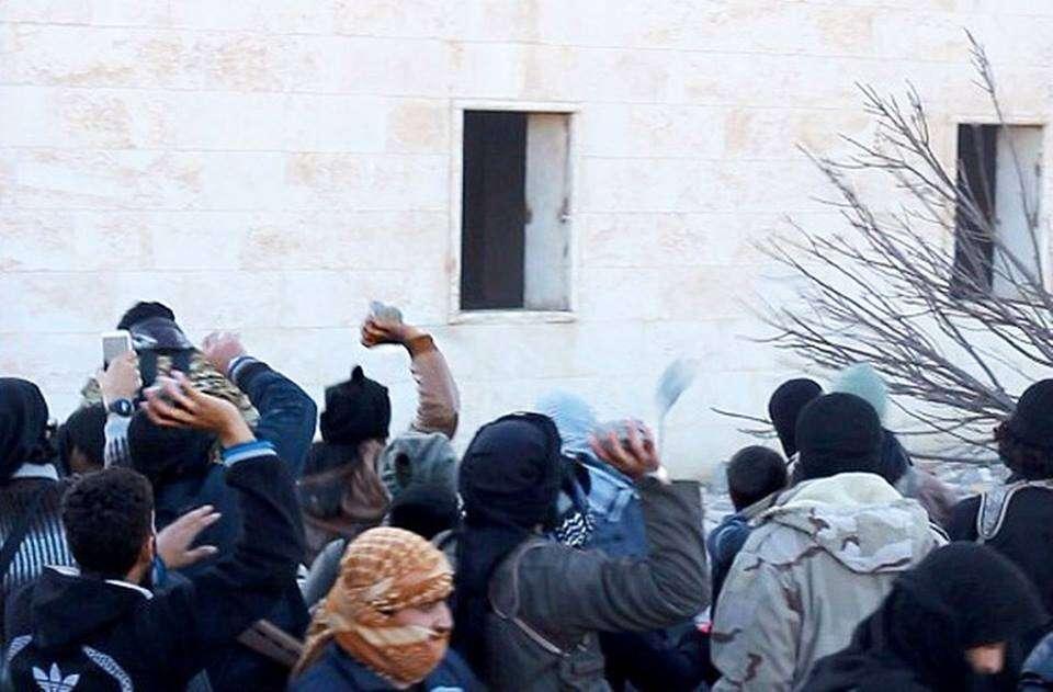Terroristas servem carne de sequestrado morto para mãe da vítima