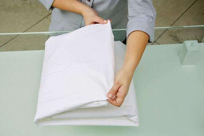 Aprenda como dobrar lençol de elástico