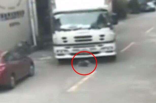 Vídeo chocante mostra momento em que caminhão passa por cima de idosa