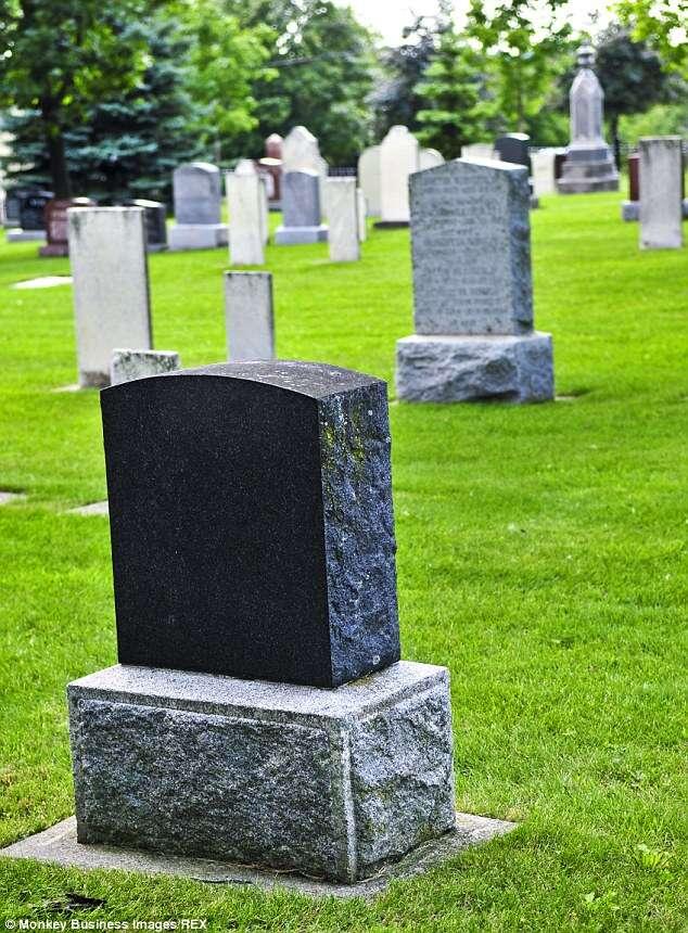 Homem desenterra e crema a própria avó para ganhar dinheiro vendendo sepultura