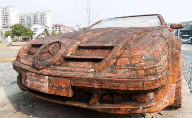 Réplica da Mercedes Benz feita de tijolos chama a atenção na China