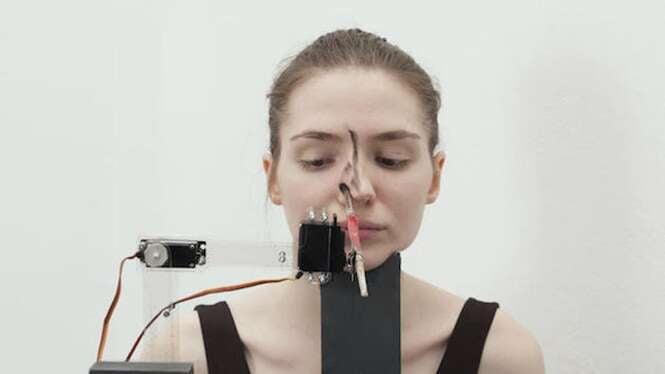 Robôs maquiadores são criados por italianos