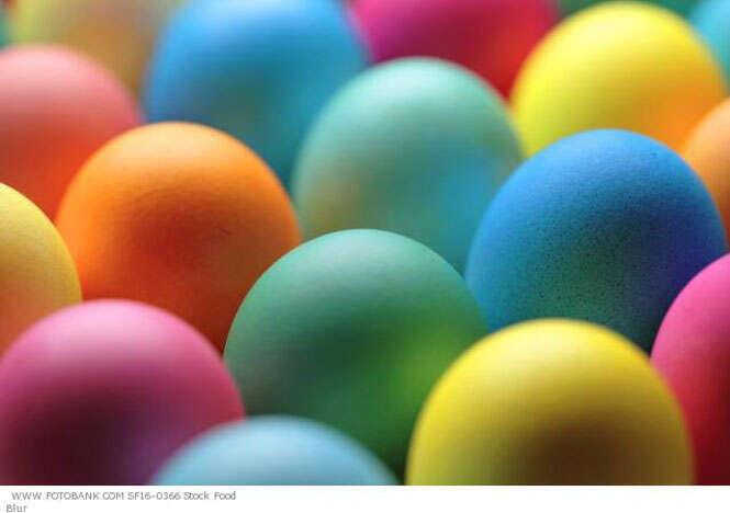 Como usar elásticos para decorar ovos de galinha para páscoa