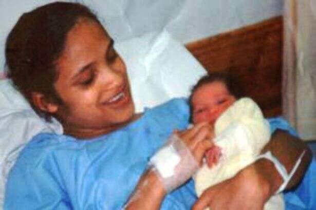 Bebê sequestrado encontra família biológica após cruzar com irmã gêmea na escola
