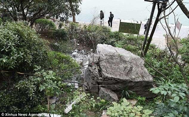 Sete turistas morrem após rochas gigantes deslizarem de montanha