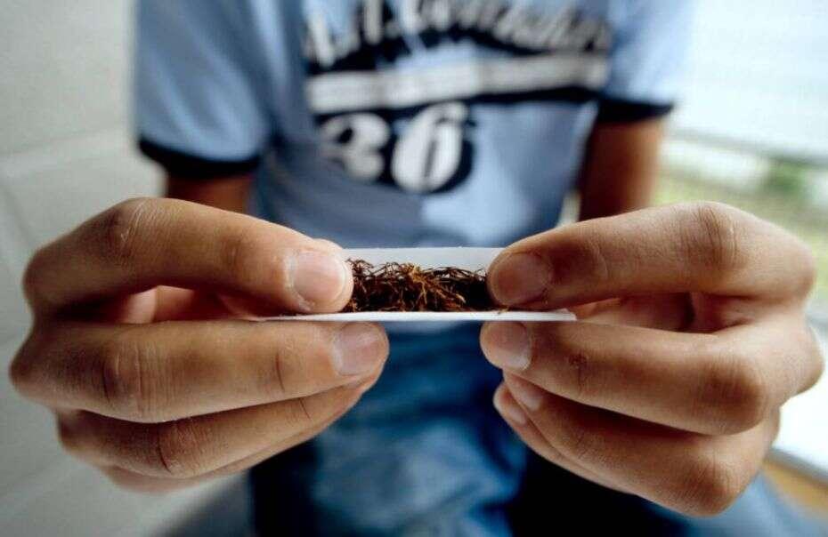 Maior parte das pessoas acredita que fumar maconha não faz mal, afirma estudo
