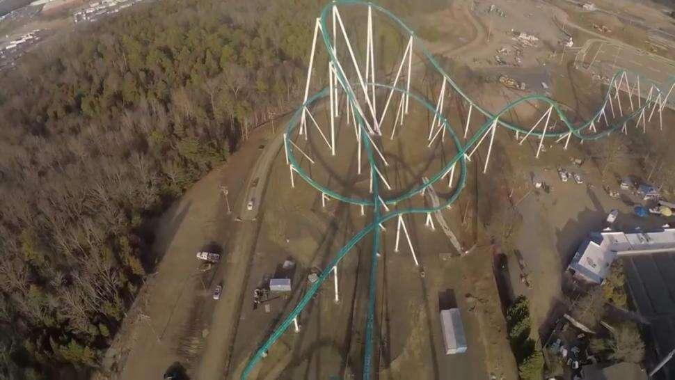 Vídeo de volta em montanha-russa a mais de 100 metros de altura se torna viral na web