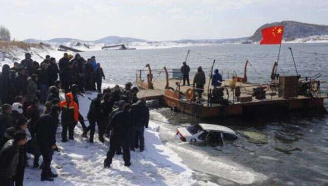 Homem e mulher são encontrados mortos em carro submerso em rio