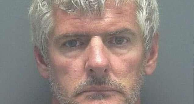 Homem mata vizinho e leva corpo até seu advogado