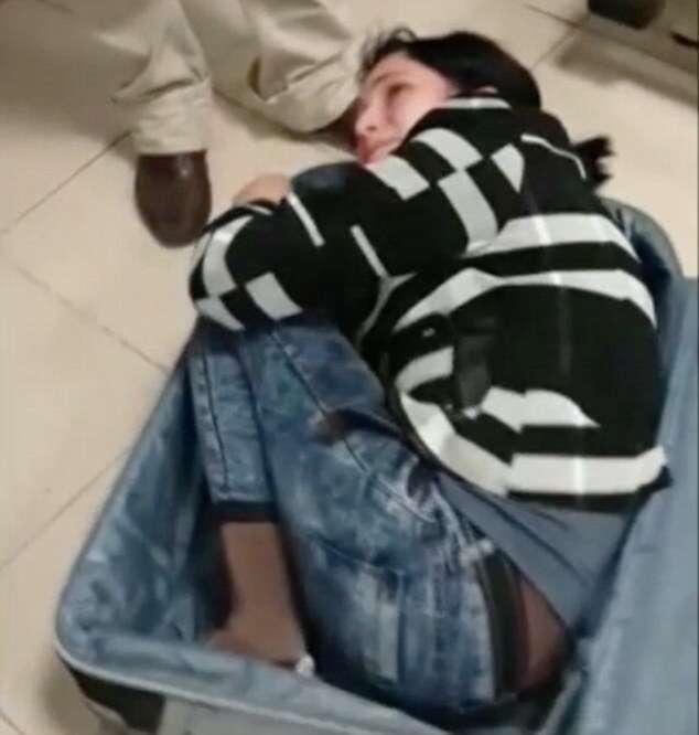 Homem é preso tentando contrabandear mulher dentro de mala