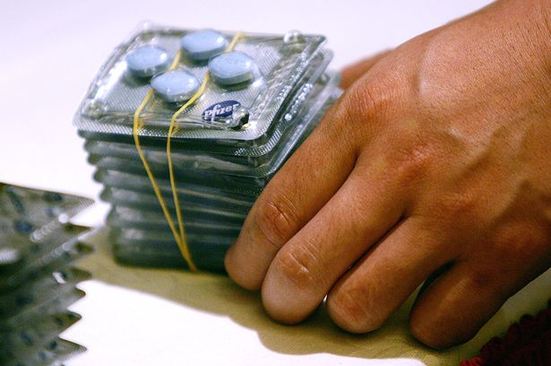 Polícia encontra mil comprimidos de disfunção erétil na casa de ex detento