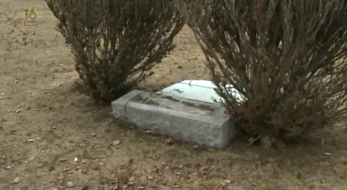 Homem que decorava túmulo da família morre após lápide cair e esmagar sua cabeça