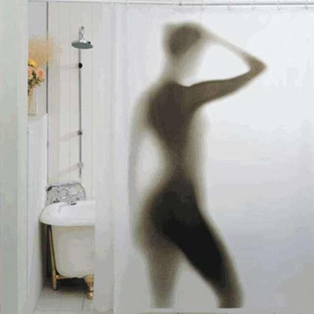 Homem é detido após fotografar secretamente sua esposa no banho