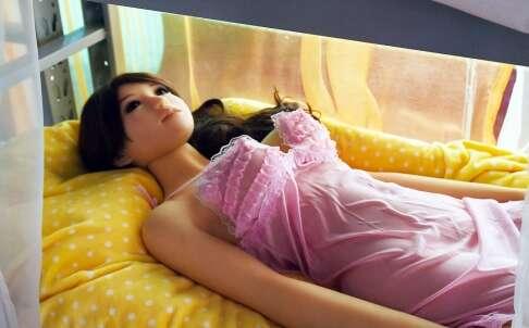 Chineses compram bonecas para terem relação íntima fora do casamento
