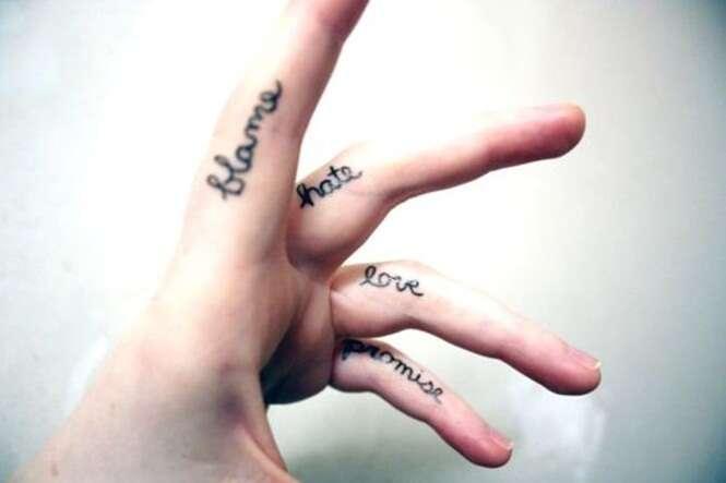 Ideias de tatuagens minúsculas para seus dedos