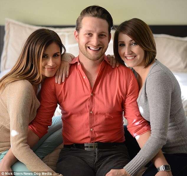 Homem que namora e vive com duas mulheres pensa em adicionar uma terceira companheira