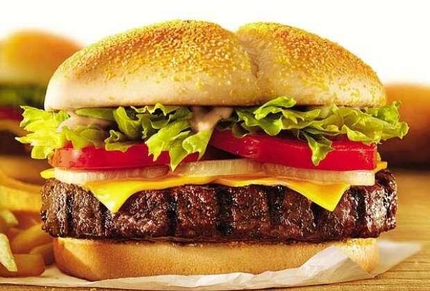 De acordo com estudo, comer fast food ou tomar suplemento após o treino tem o mesmo efeito