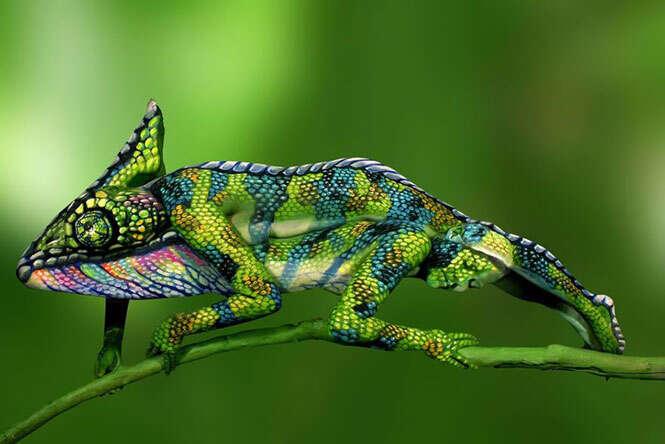 Pintura corporal camaleão