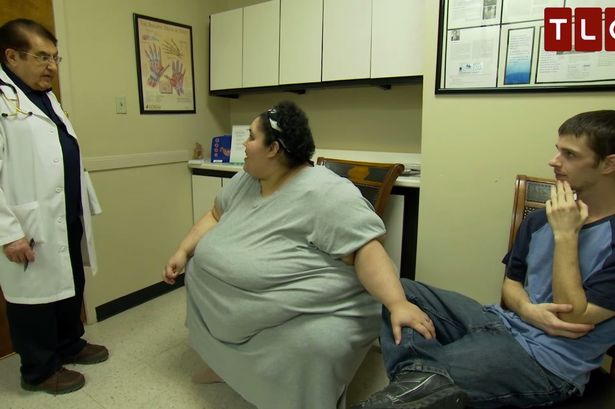 Marido impede que esposa de 300 quilos perca peso por medo de ser abandonado