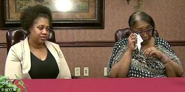 Filha que passou 30 anos procurando por mãe biológica descobre que mãe era sua colega de trabalho