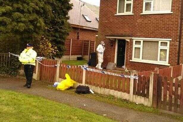 Casal de idosos morre dentro de casa após sofrerem queda em escada