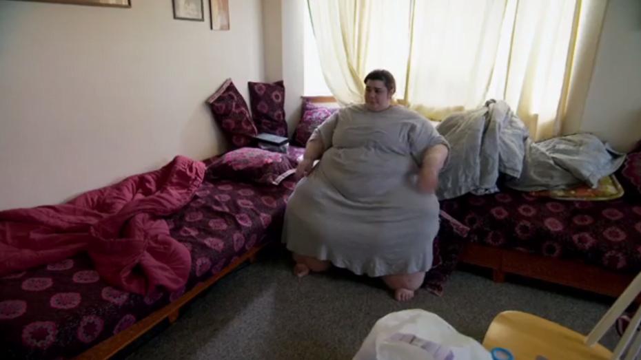 Jovem obesa de 300 quilos luta para perder peso e não morrer