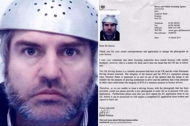 Homem tenta direito de usar escorredor de macarrão em foto de habilitação devido a sua religiosidade
