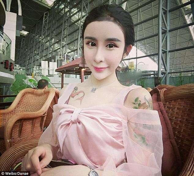 Menina de 15 anos passa por cirurgia plástica e acumula milhares de fãs nas redes sociais
