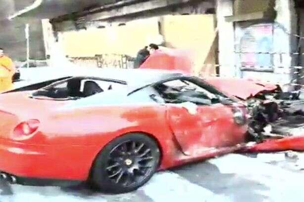 Manobrista destrói Ferrari ao confundir acelerador com freio
