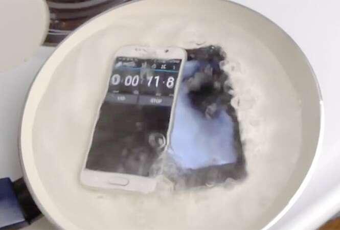 iPhone 6 e Galaxy S6 são colocados em teste para saber qual dos dois suporta mais tempo sendo fervido em água