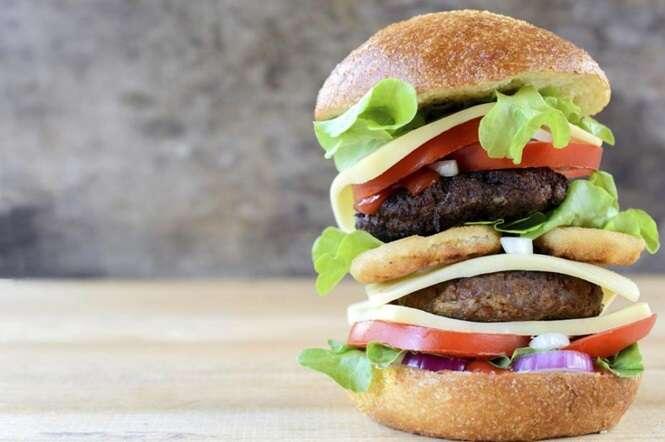 De acordo com estudo, comer alimentos gordurosos pode causar depressão