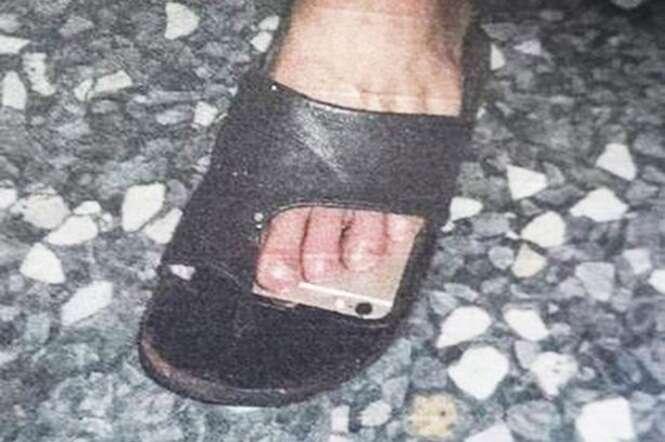 Pervertido foi flagrado e preso tirando fotos com iPhone instalado em sua sandália