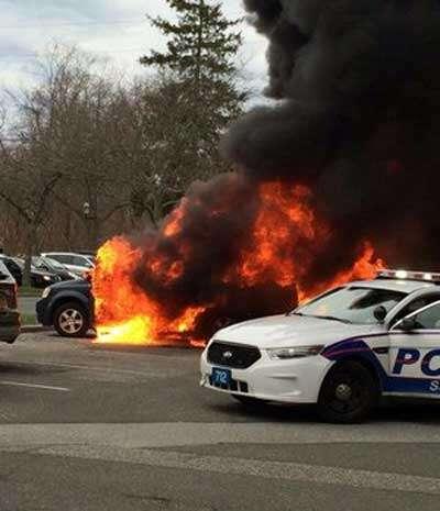 Homem usa álcool para matar insetos e acaba incendiando seu carro e mais três veículos