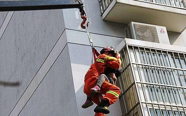 Adventurous 6-y/o Rescued From 32-foot Drop