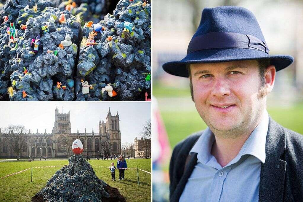 Artista cria enorme escultura feita com mais de mil Kinder Ovos
