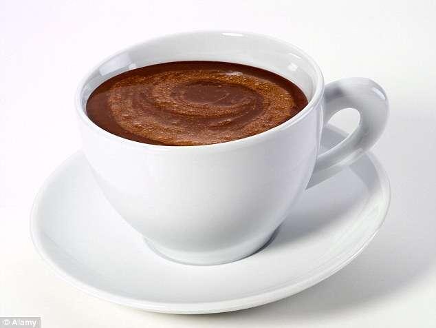 Idosa envenena toda sua família após preparar chocolate quente que havia vencido há 25 anos