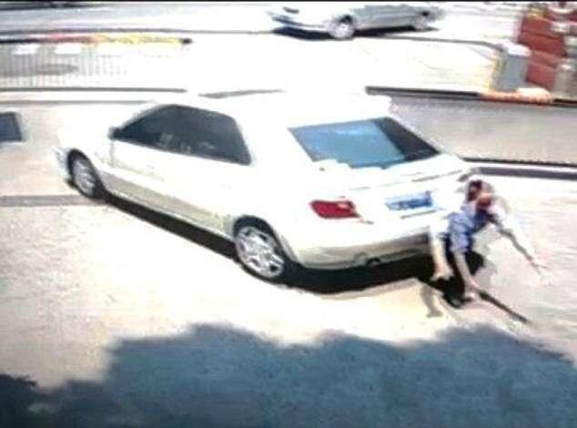 Imagens chocantes flagram momento em que esposa atropela e mata marido ao tentar estacionar