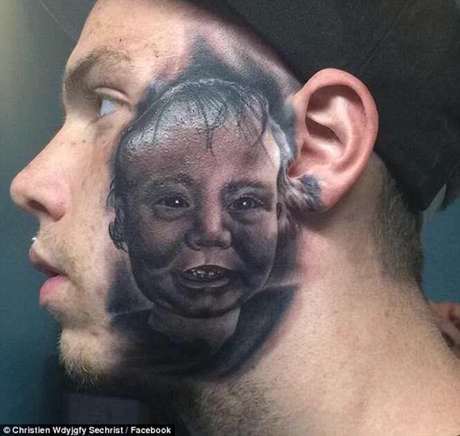 Pai tatua rosto do filho em tamanho real na sua própria face e ato vem causando enorme polêmica