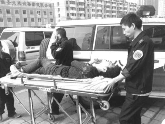 Chinês é socorrido por paramédicos após passar 14 dias seguidos jogando online