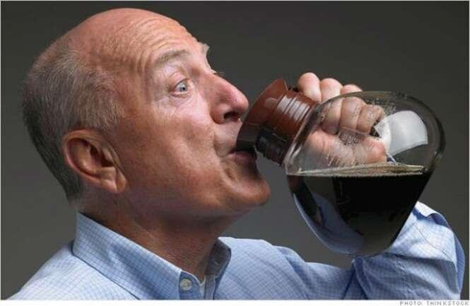 Pesquisa afirma que consumir mais que quatro xícaras de café por dia pode levar a doenças de coração