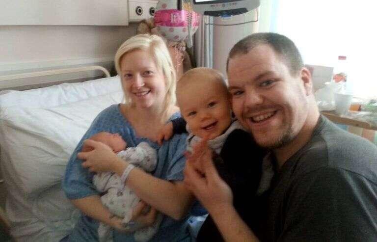 Nova mãe fica em desespero segurando intestino após ele sair por cicatriz de cesariana