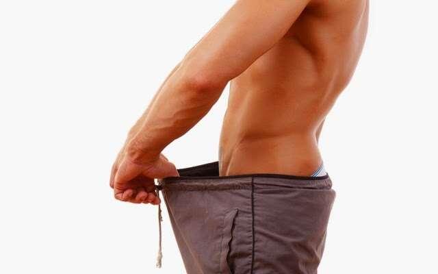 Homem se após pênis ficar exageradamente grande depois de fazer tratamento para aumento do membro