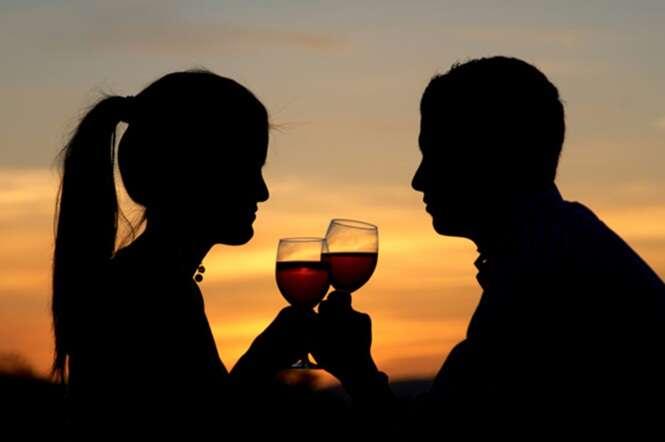 De acordo com estudo, estar apaixonado causa mesmo efeito de estar bêbado