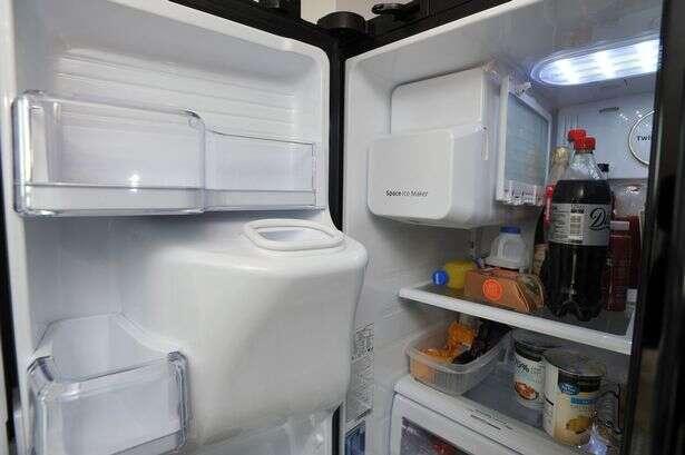 Aposentado morre esmagado por geladeira enquanto sofria AVC
