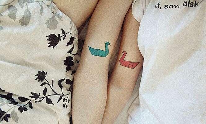 Casais que marcaram o amor um pelo outro em tatuagens